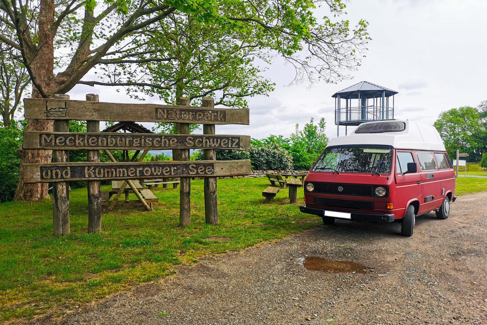 VW Bus T3 Helmut Reimo Hochdach rot Camper Bulli mieten Rostock bincampen unterwegs campen