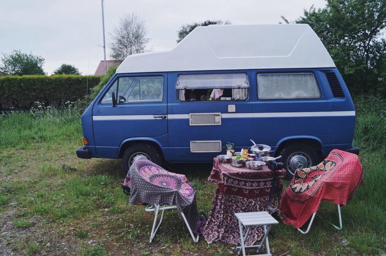 VW Bus T3 Tante Polly Hochdach blau Camper Bulli mieten Rostock bincampen Urlaub im Campervan Freiheit draussen