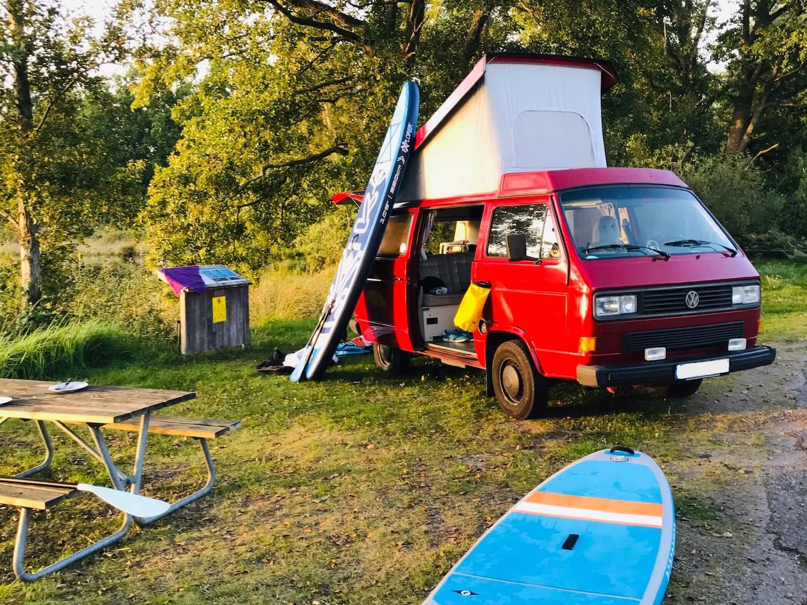 VW Bus T3 Wilma Westfalia Joker Klappdach rot Camper Bulli mieten Rostock bincampen SUP Standuppaddle Schweden outdoor