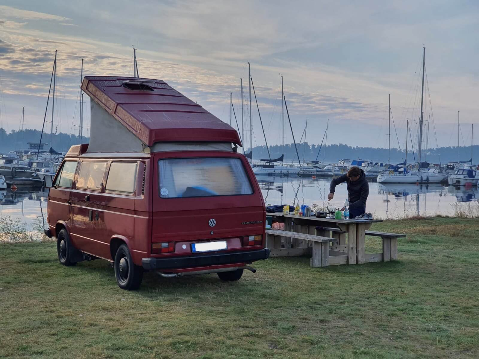 VW Bus T3 Wilma Westfalia Joker Klappdach rot Camper Bulli mieten Rostock bincampen direkt am Wasser Schweden