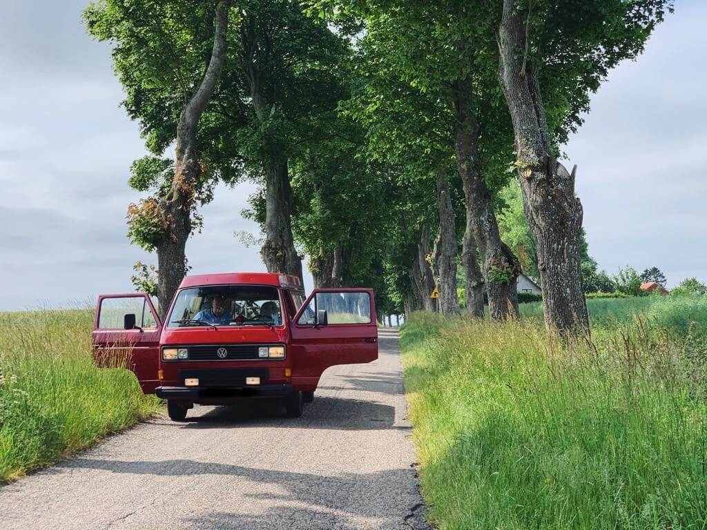 VW Bus T3 Wilma Westfalia Joker Klappdach rot Camper Bulli mieten Rostock bincampen on the road Alleen Zwischenstop Pause allein auf weiter Flur