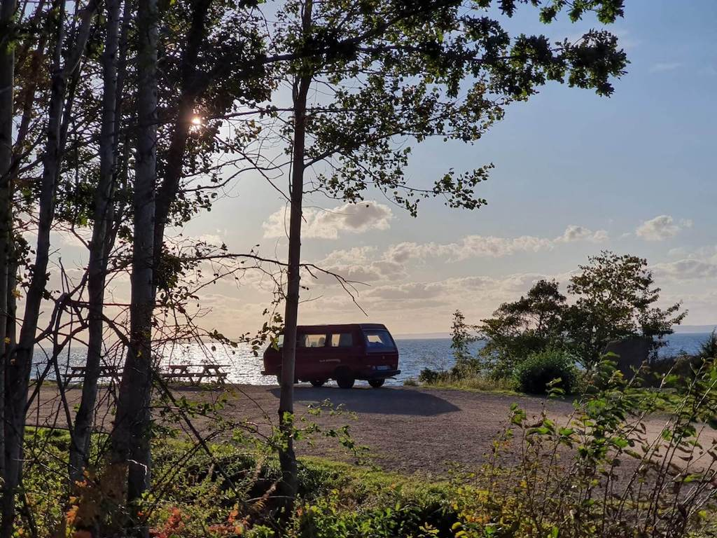 VW Bus T3 Wilma Westfalia Joker Klappdach rot Camper Bulli mieten Rostock bincampen ueberall Zuhause Pause Schweden