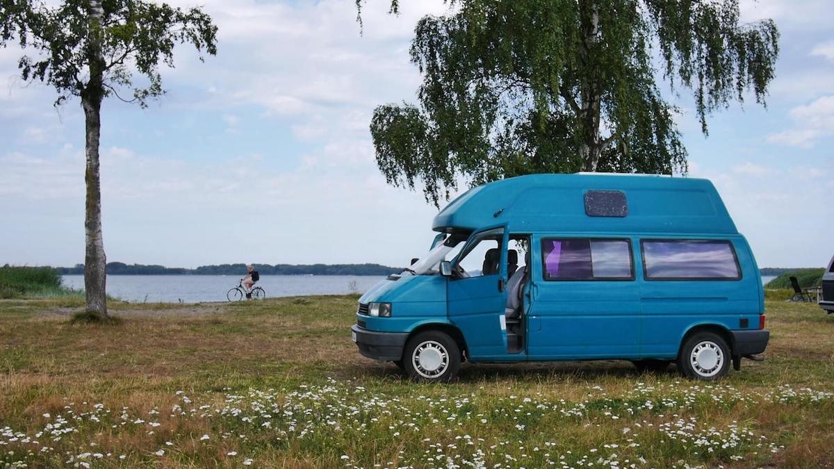 VW Bus T4 Manfred California gruen Camper Bulli mieten Rostock bincampen campen direkt am Wasser in der Natur