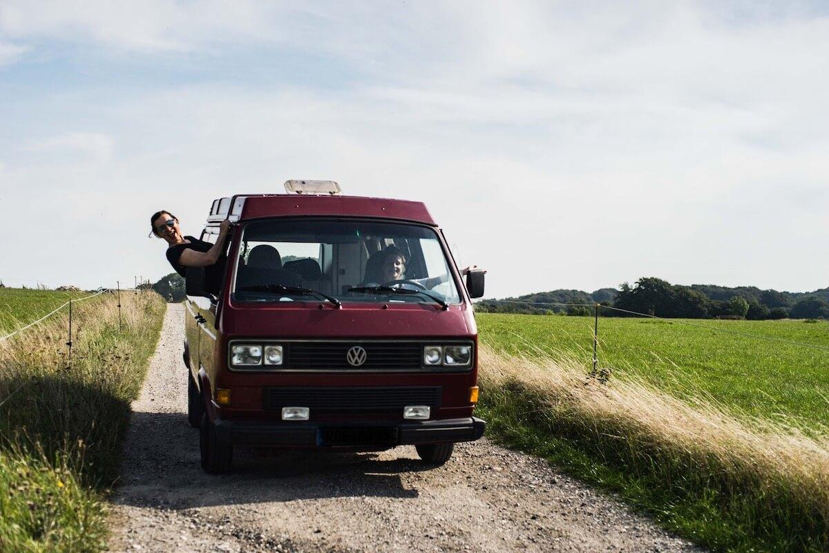 VW Bus T3 Wilma Westfalia Joker Klappdach rot Camper Bulli mieten Rostock bincampen Freiheitsgefühl