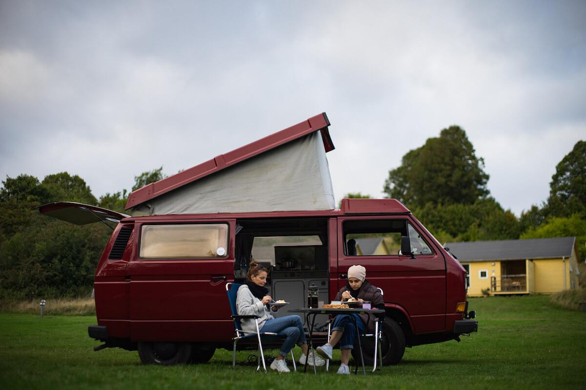 VW Bus T3 Wilma Westfalia Joker Klappdach rot Camper Bulli mieten Rostock bincampen campen Herbst