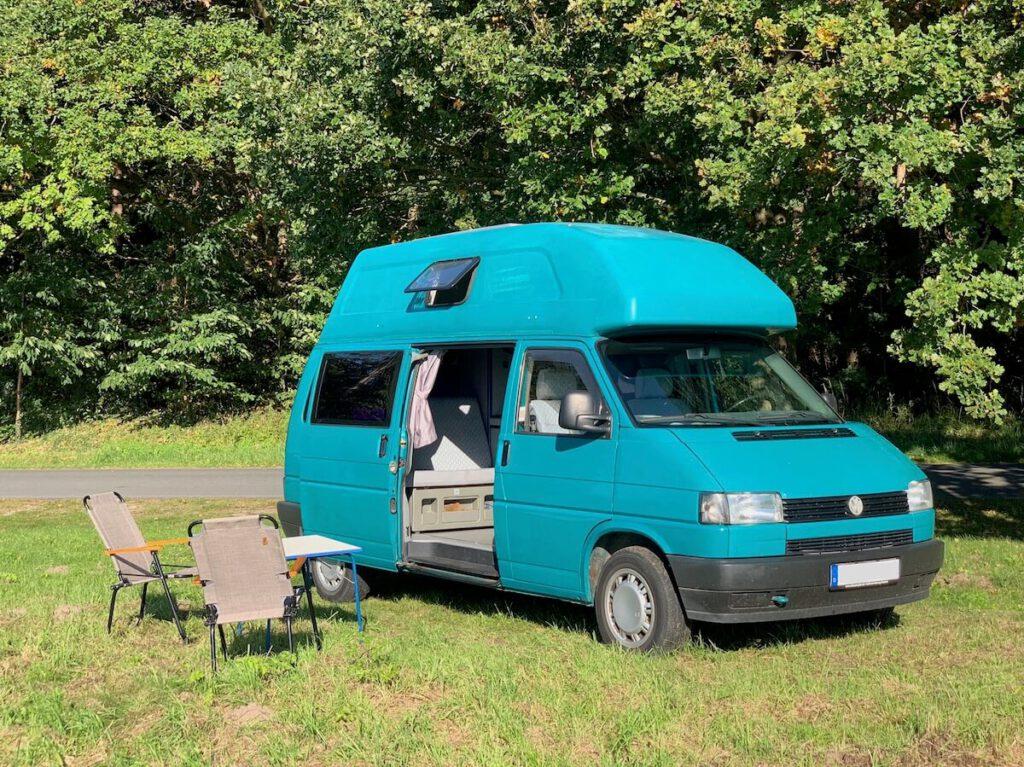 VW Bus T4 Manfred California gruen Camper Bulli mieten Rostock bincampen Seite campen